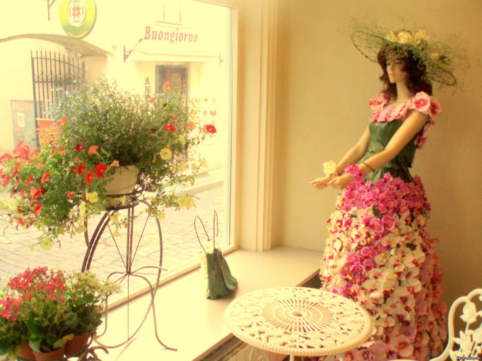 Аренда под цветы и подарки